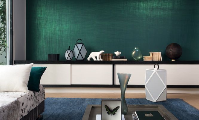 Colour-changing solids in warm and sophisticated shades, green metallic colours and shades of natural wood under the reflections of polished coating. Luminescent Vega wallpaper by Elitis, #interior #design #wallpaper // Ethnic Chic