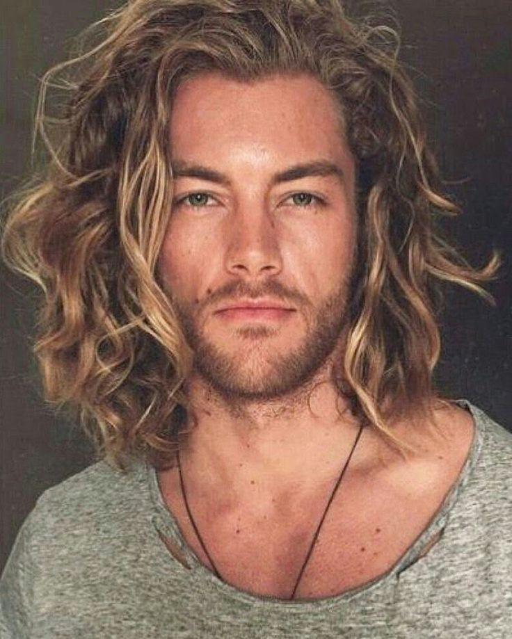 tendencia en cabello para hombres largo en capas y despeinado el blog