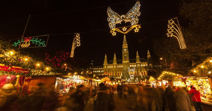 From mid-November to Christmas, Vienna's prettiest squares transform into magical Christmas markets. The aroma of Christmas bakery items and hot punch creates a pre-Christmas atmosphere.