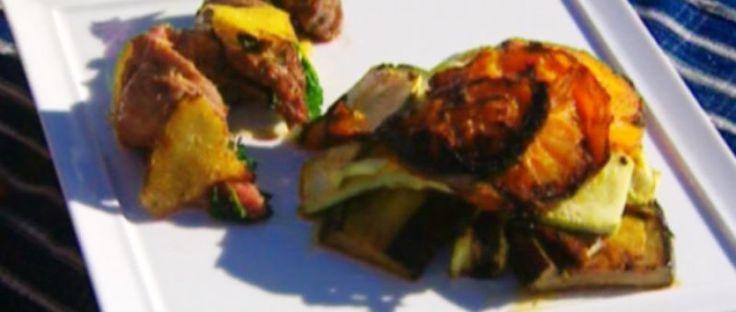 Lomo de cordero con sartén de berenjenas al parmesano