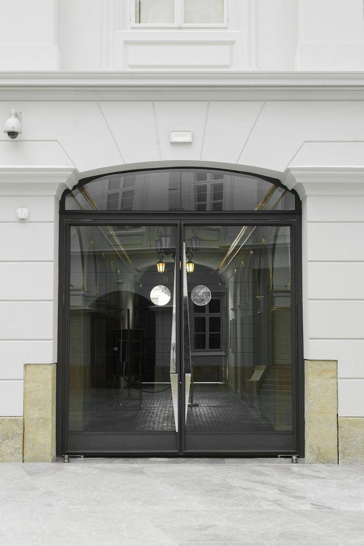 DZIEDZINIEC MUZEUM HISTORYCZNEGO W BIELSKU-BIAŁEJ | zadaszenie, rewitalizacja, atrium, konstrukcja stalowa, drzwi, brama