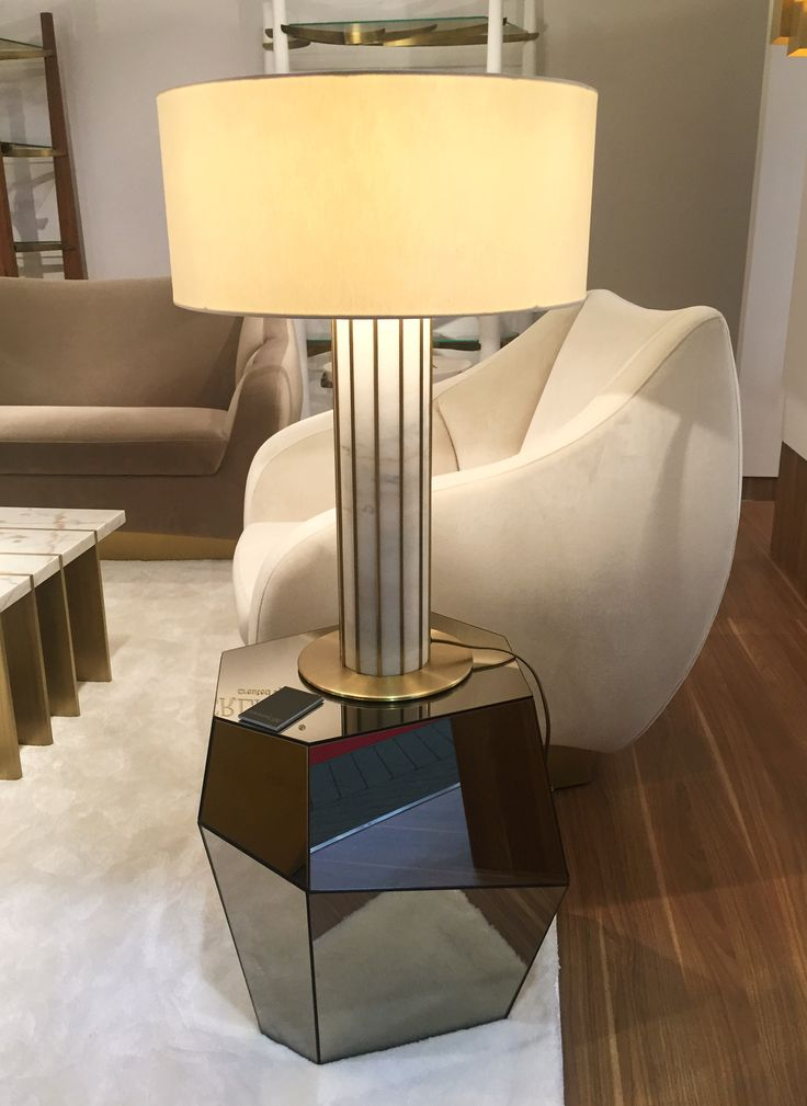 Seagram table lamp Designed by Joana Santos Barbosa for INSIDHERLAND  #architecture #tablelamp #brass #marble #estremoz #livingroom #diningroom #lighting #modernlighting #luxury #interiors #interiordesign #uniquelighting #artlighting #lightinginspiration #maisonetobjet #mo16 #insidherland #jsb