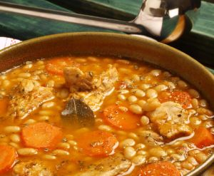 White Bean and Pork Rib Soup. Recipe from my new cookbook Delicious El Salvador: 75 Authentic Recipes for Traditional Salvadoran Cooking. Available at amazon. Recipe in my blog Enjoy!