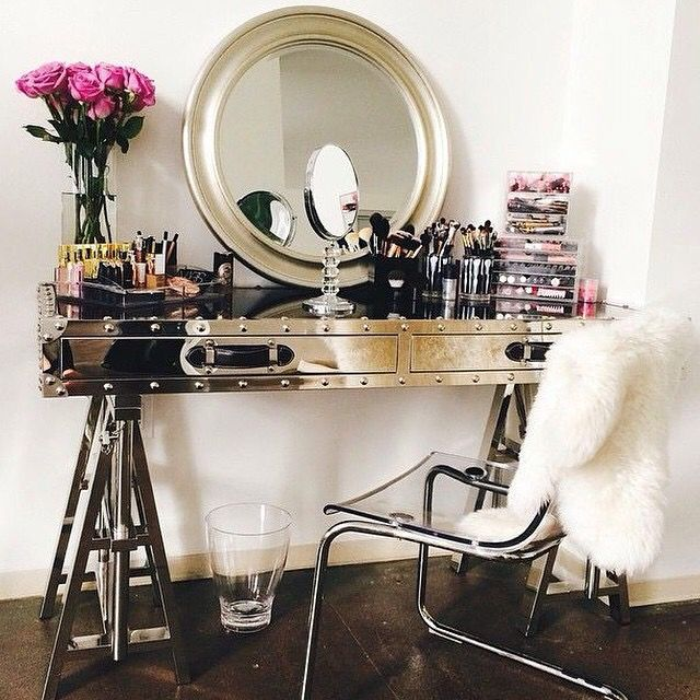 luxury makeup vanity. I\u0027m Definitely A Gold Girl But This Chrome Vanity Has Got Me Feeling Some Type Of Way. Gotta Get That Desk! Luxury Makeup I