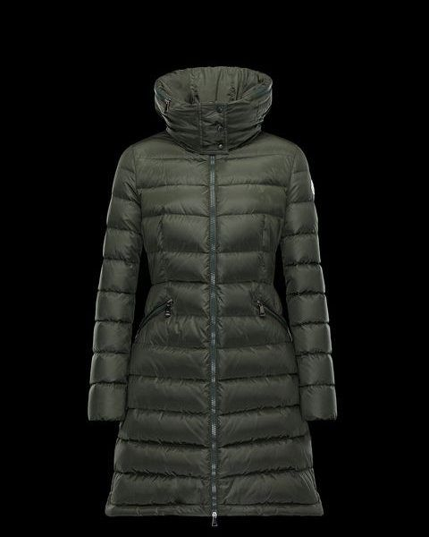 Moncler FLAMMETTE Donker groen Lang donsjack. Lange jas in gewatteerde nylon met band in de taille en verborgen capuchon. Hoogwaardige water-repellency