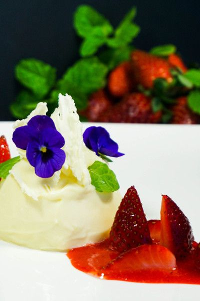 White Chocolate Panna Cotta and Strawberries | dessert for two