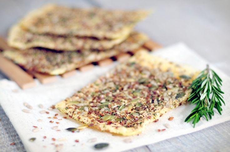 Gezonde crackers maken is super simpel. Deze gezonde cracker is een echte gezonde snack. Lekker als lunch of tussendoortje. Gezonde crackers heerlijk!