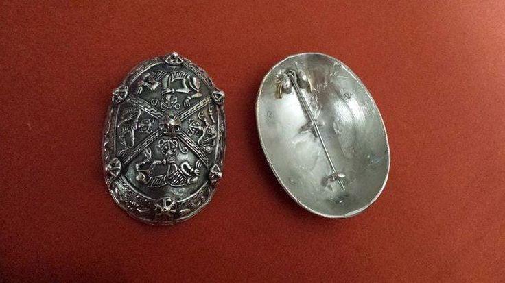 Na sprzedaż .For sale .Replika.Brosze żółwiowe.Dania . Lisbjerg .Replika na podstawie eksponatu z Nationalmuseet Dania . Borre style. Datowanie IX w. Materiał :brąz lub brąz posrebrzany ,pozłacany za dopłatą Wymiary 11cm x 7 cm x4 cm Waga 1 broszy : 10 dkg www.szepczacekruk... xxxxxxxReplica Turtle Brooches Bronze from Lisbjerg near Arhus - Denmark Dating of : IX th. material :Bronze . Silver-plated bronze or gilding- surcharge . About 11x 7 x 4 cm each. weight : 10 decagram / 1 Turtle…