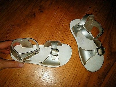 Girls Silver Salt Water Surfer Leather Buckle Sandals Size 9