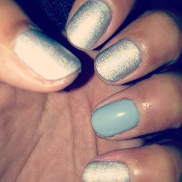 Hologram effect Westborne Park with Sheraton street on the ring fingers <3 xxx with my birthday bestie @spidakins #bestie #birthday #leeds #nails #nailsinc @nailsinclondon #nailsincleeds #harveynicholsleeds #champagnenailbar