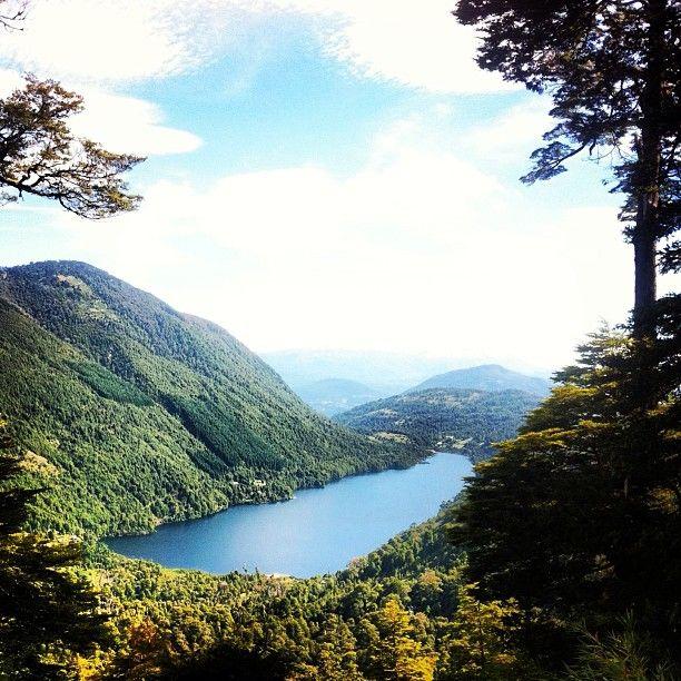 Lago Tinquilco, Parque Nacional Huerquehue, IX Región de la Araucanía. Fotografía de Hike Chile
