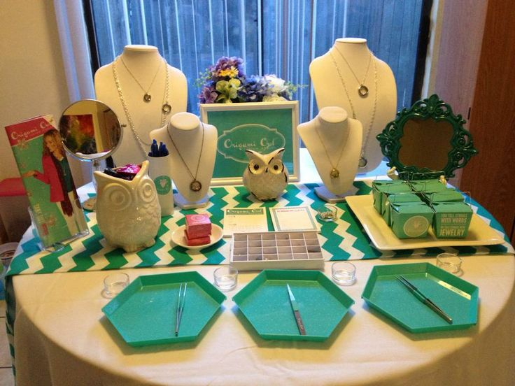 Origami Owl jewelry display table. Love the Teal Chevron Table runner. Origami Owl Jewelry Bar Setup Ideas - Find White Square display bowls, linen trays, table clothes and everything you need for your Origami Owl jewelry bar display all in one place - http://astore.amazon.com/owlbar-20