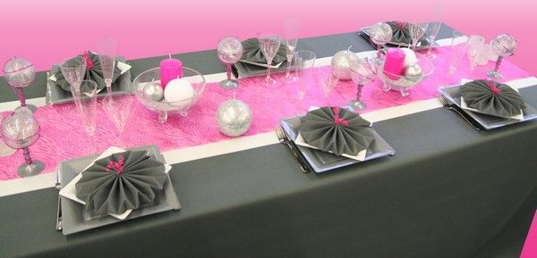 D co table rose et gris communion l ane pinterest - Decoration table noir et blanc ...