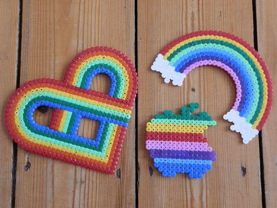 Rainbow style magnet made of hama beads por FlozosCrafts en Etsy