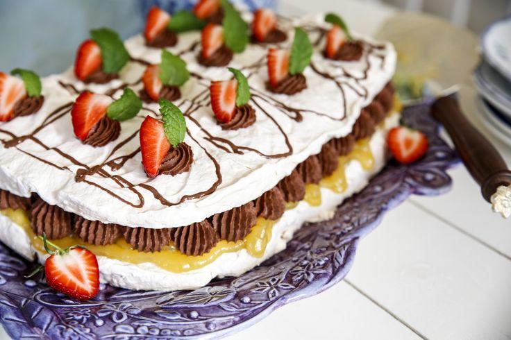 Härlig marängtårta med chokladmousse och lemoncurd!