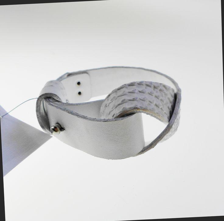 Bracelet Gu  White leather   https://www.facebook.com/as.strifezza