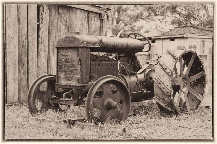 The #Fordson #tractor at The Australiana Pioneer Village. Photo : Alan Frederick Dunn  Fordson was a brand name used on a range of mass-produced general-purpose #tractors manufactured by Henry #Ford & Son, Inc, from 1917 until 1920 when it was merged into the Ford Motor Company, which used the name until 1964.