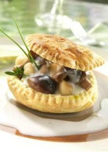 Saint-Jacques à la sauce Mornay Coupez les champignons en lamelles et faites-les cuire à feu vif dans une poêle. Égouttez et...