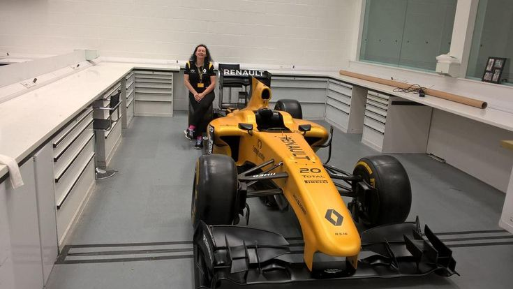"""Uživatel Renault Sport F1 na Twitteru: """"It's non-stop fun today; Jo alternates sim work with interviews and we're waiting for @SkySportsNewsHQ to pop in! https://t.co/rwEnhRjA6w"""""""