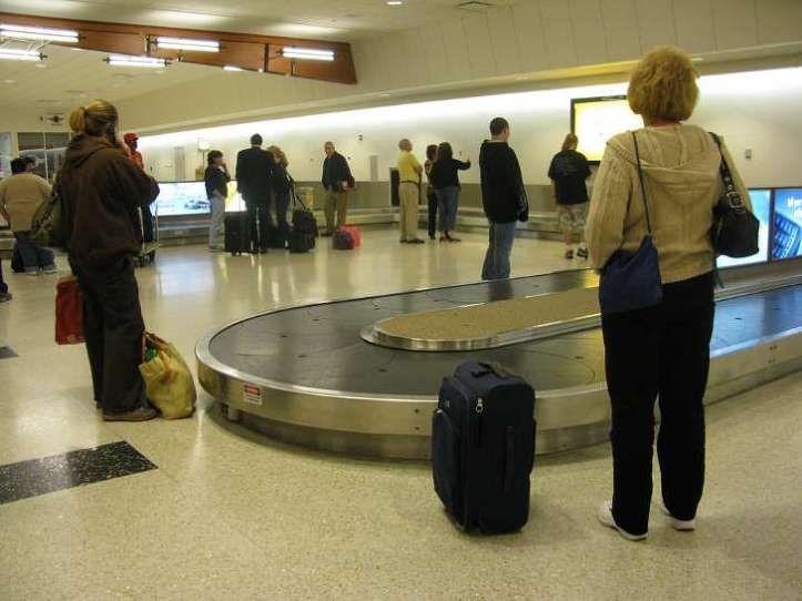 항공권을 구입키 위해 인터넷 써치를 하던중 방금 250불 이었는데 갑자기 450불로 뛰었다던지, 탑승을 해야 할 항공기가 45분씩 연속으로 4번이나 지연이 될 경우, 자신의 백이 자신과 같이 도착을 해야 할 목적지가 아닌 다른 공항으로 갔다던지, 하는 그런 경험들을 했던 분들이 분명 계실 겁니다. 이럴 경우 대부분 항송사측은 미안하다!! 라고 하면서 8불에..