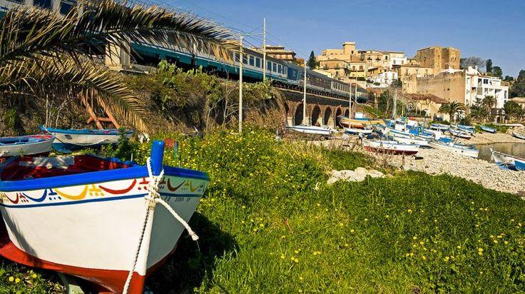 Il piccolo e incantevole porticciolo di Castel di Tusa - The charming little port of Castel di TusaThe charming little port of Castel di Tusa