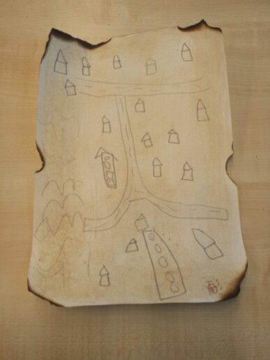 Schatkaart: papier ingesmeerd met thee en randen weggebrand.