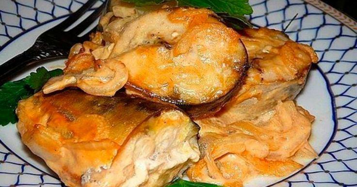 А вы любите рыбу? Хотите приготовить удивительное по своему вкусу блюдо? Возьмите на заметку этот рецепт! Это просто, быстро и очень вкусно! Рыба — диетический продукт с высокой питательной ценностью. Самый простой способ ее приготовить — запечь в духовке: быстро, нехлопотно и никакой лишней посуды! Вкусная скумбрия в духовке В составе маринада есть соевый соус, …