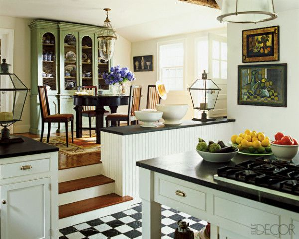 love the step down from the breakfast area to the kitchen - very open but still seperate