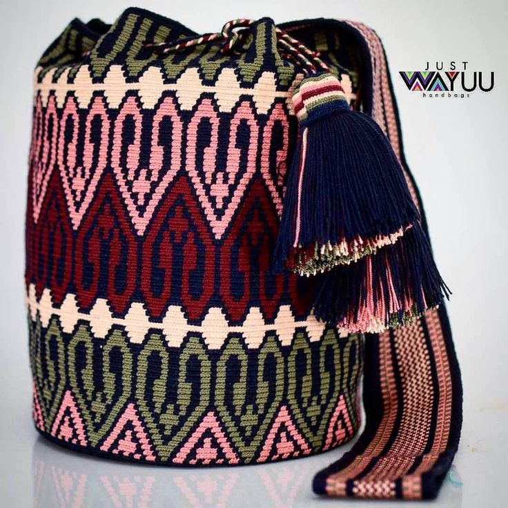 133 отметок «Нравится», 3 комментариев — Just Wayuu (@just.wayuu) в Instagram: «Handcrafted handbags made by indigenous wayuu in the north of Colombia. Worldwide shipping – envíos…»