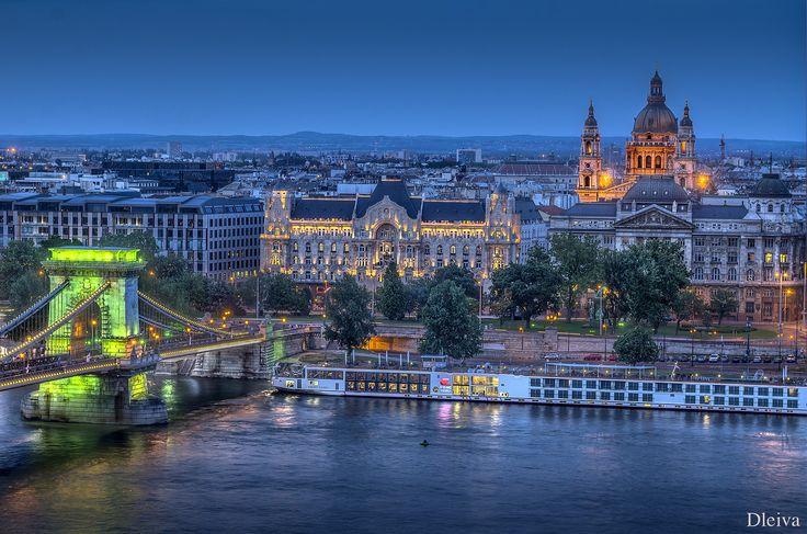 https://flic.kr/p/edaLE2 | Catedral de San Esteban y Puente de las Cadenas (Budapest) | dleiva.com/