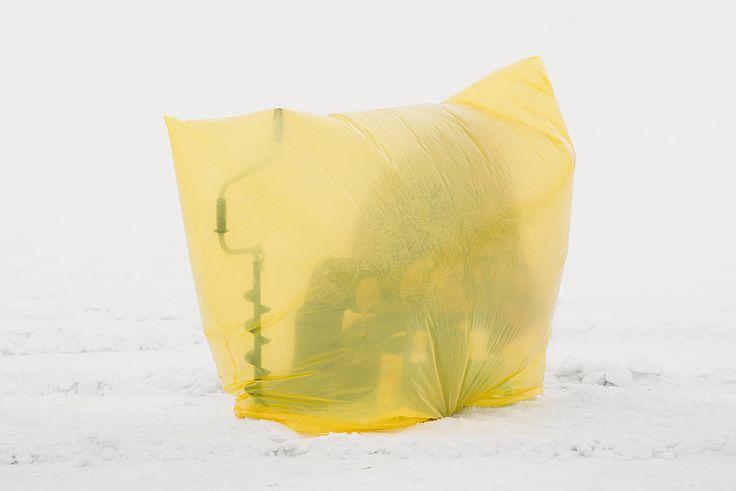 Kazakistan, la strana bellezza della pesca sul ghiaccio