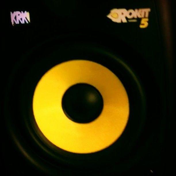 Workin . #hiphop #beats #musicproducer #instamusic #protools #maschine #ableton #krk #unsignedartist #beatmaker #sound #choppingsamples #mixing #mastering #wavesplugins #groove #boombap #808 #bostonhiphop #boston #miami #philly #paris #london #musicvideo #musicexec