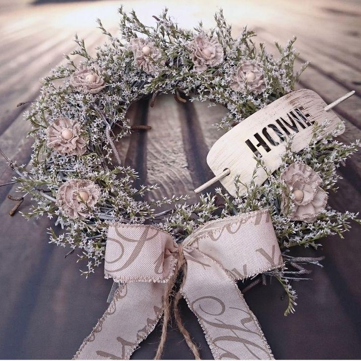 Home+Věneček+se+sušinou,+látkovými+květy,+kovovou+sponou+s+nápisem+Home,+průměr+30+cm.
