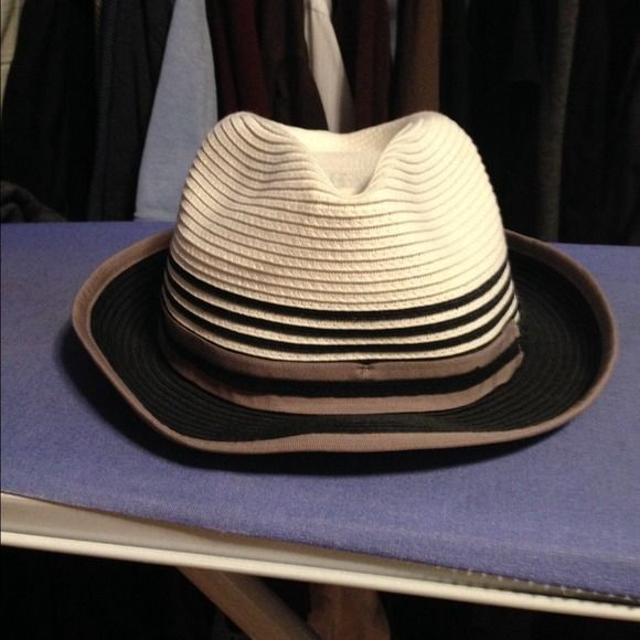Fedora with brown, black and white stripes Very chic fedora that can be paired with a vest and tshirt for that grunged look. Accessories Hats