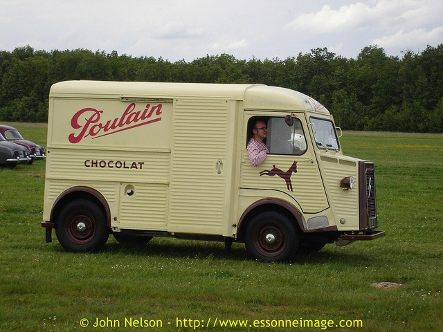 """La Locomotion en Fete 2006 - Citroen HY """"TUB"""" Chocolats Poulain, via Flickr."""