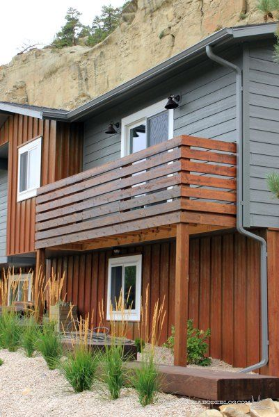 Simple and modern privacy railing on balcony