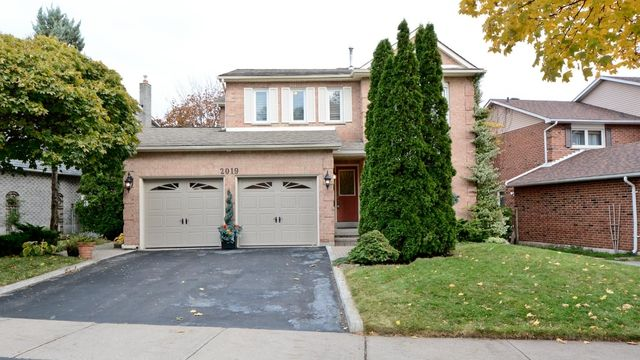 2019 Lynn Heights Dr., Pickering | Stunning 4 Bed Home With Lower Apartment (Non-Conforming) In A Sought After Pickering Community! Across From Park & Mins From Hwy Or Go Access & Pickering Town Centre. Gleaming Hardwood & Crown Mouldings In O/Concept Layout. Modern Kitchen W/Granite & S/S Appls O/L Sunken Family W/Fireplace, Both With W/O's To Elevated Deck W/Great View. 2 Level Master W W/I Closet & New 4Pc Ensuite. Sep Entrance To Bsmt Suite W/Full Kitchen, 3Pc Bath, Bedroom & Living…