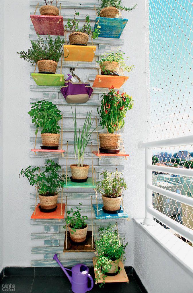 Horta na varanda de apartamento tem cara de jardim