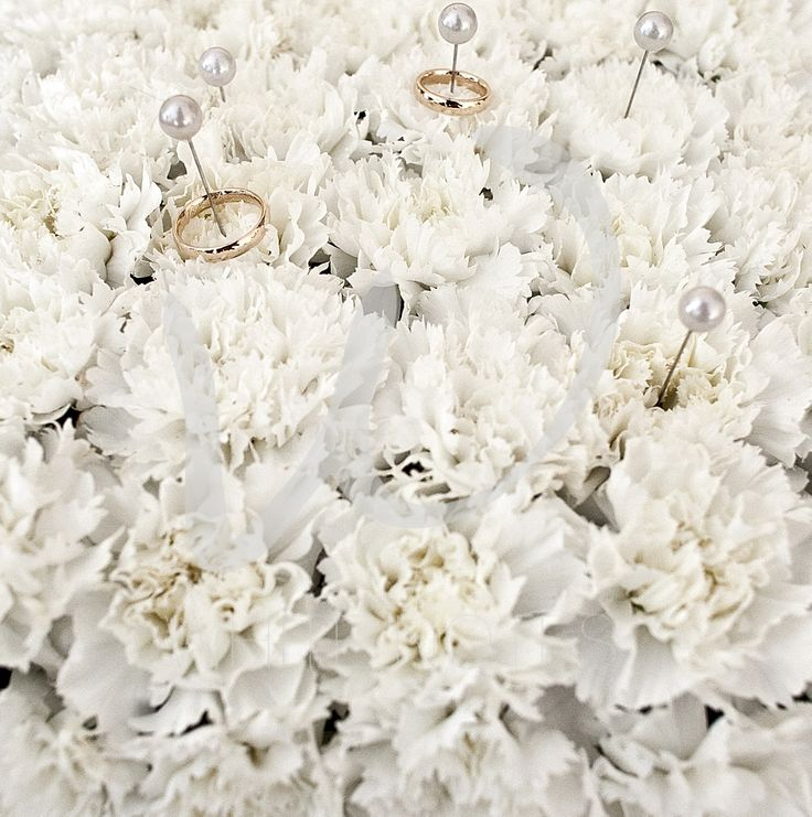 Pillow of flowers for the rings
