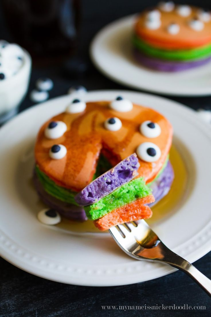 I want to serve these Halloween Trick or Treat Pancakes to my kids!  This recipe is easy and I know they will love them!  |  My Name Is Snickerdoodle