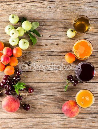 ダウンロード - Glasses of tasty fresh juice and summer fruits on a old wooden table, overhead view — ストック画像 #75418337