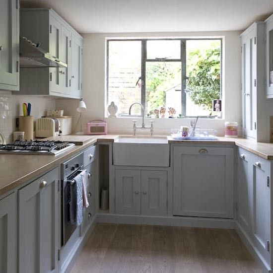Kitchen..love the cupboards and the cute pink Roberts radio
