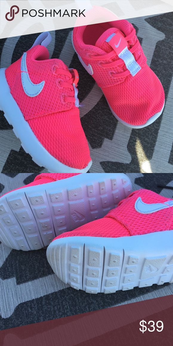 Nike roshe infant girls 4c Preowned good condition baby girl infant ... 7caed44d8