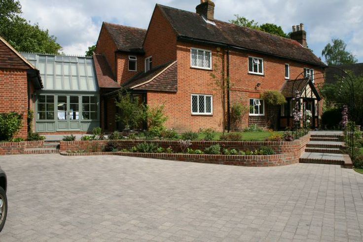 Realising the full potential of every garden, achieving beautiful gardens within realistic budgets. All aspects of landscaping with 25 years experience. http://www.landartuk.co.uk