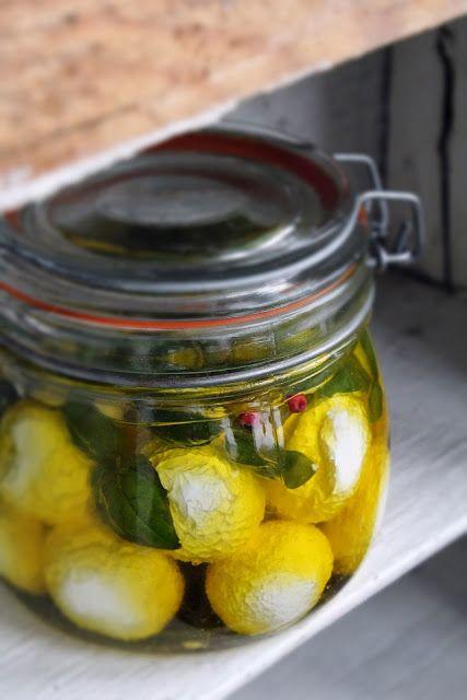 kulki z jogurtu greckiego w oliwie
