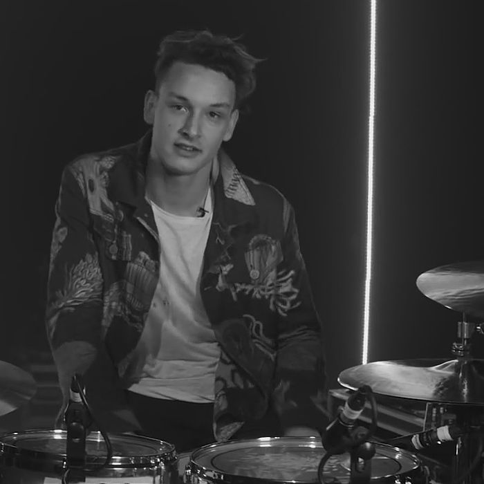George Daniel (The 1975) discusses his hybrid drum setup with Roland UK. http://www.roland.co.uk/blog/the-1975-roland-hybrid-drums-with-george-daniel/