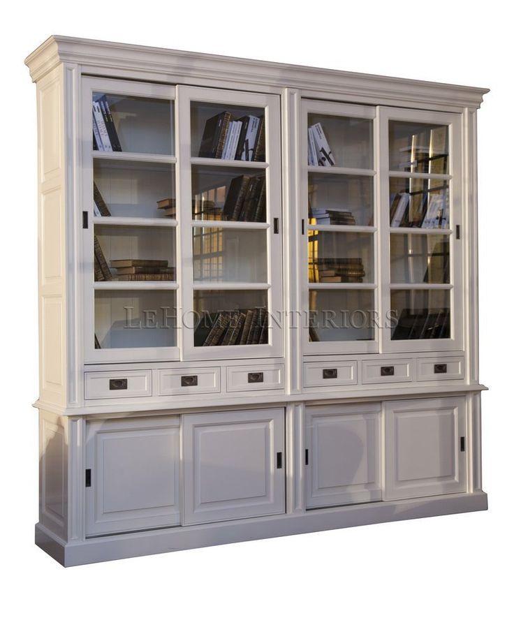 Библиотека Keywest Oak Bookcase. Современный шкаф для хранения. Идеальное решение для гостиной, библиотеки или кухни.  Имеет раздвижные верхние стеклянные и  нижние  дверцы. Выдвижные ящики оборудованы доводчиками. Врезные ручки в морском стиле  выполнены из латуни.