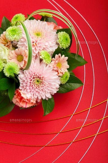 菊のフラワーアレンジメントと水引 (c)imagewerksRF