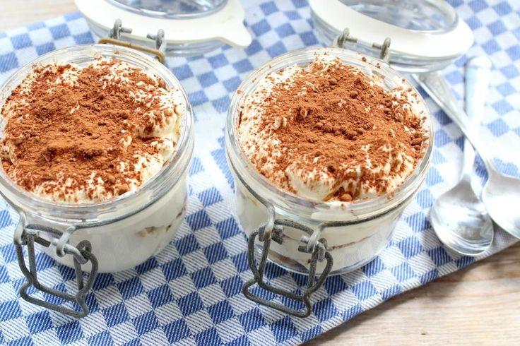Wil je met Kerst een lekker dessert serveren dat je 1 of 2 dagen van te voren al kunt maken? Dan is dit recept voor snelle tiramisu iets voor jou!