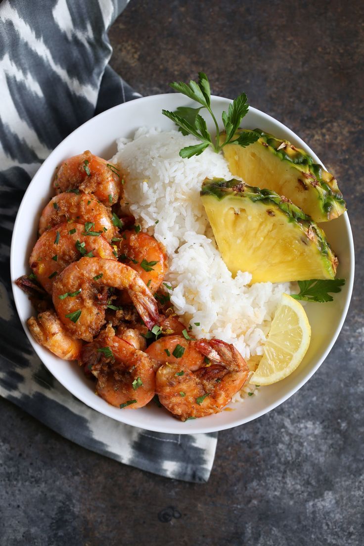 Hawaiian Garlic Butter Shrimp recipe from Cooking with Cocktail Rings | so good you will be licking your fingers #seafood #shrimp